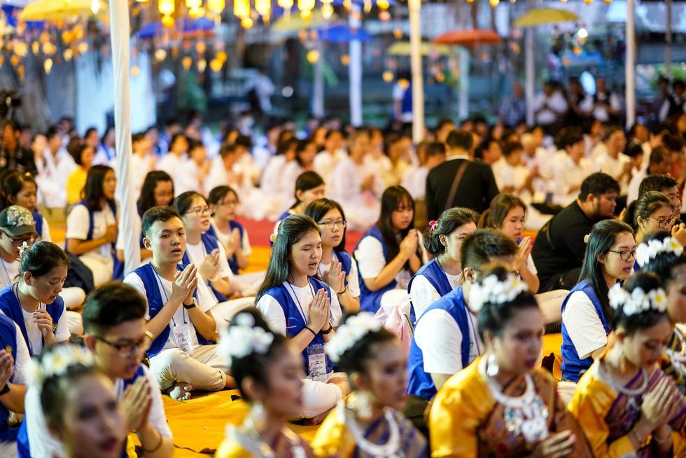 Đèn trời rực sáng thánh địa Phật giáo trong đại lễ Phật đản - Ảnh 8.