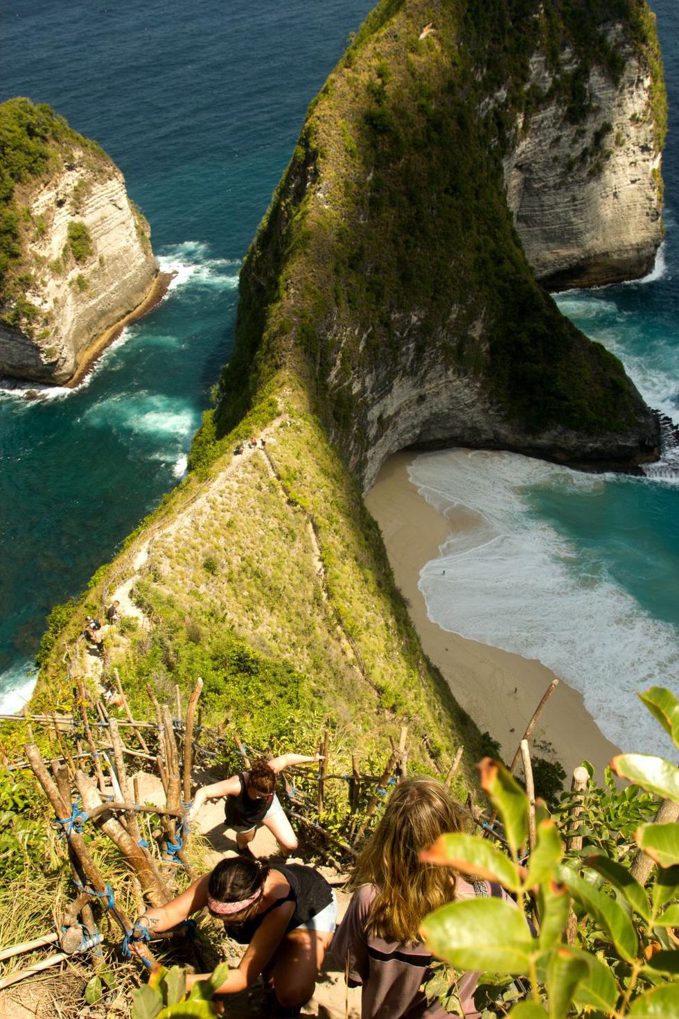 Tới Nusa Penida trèo lên lưng khủng long - Ảnh 6.
