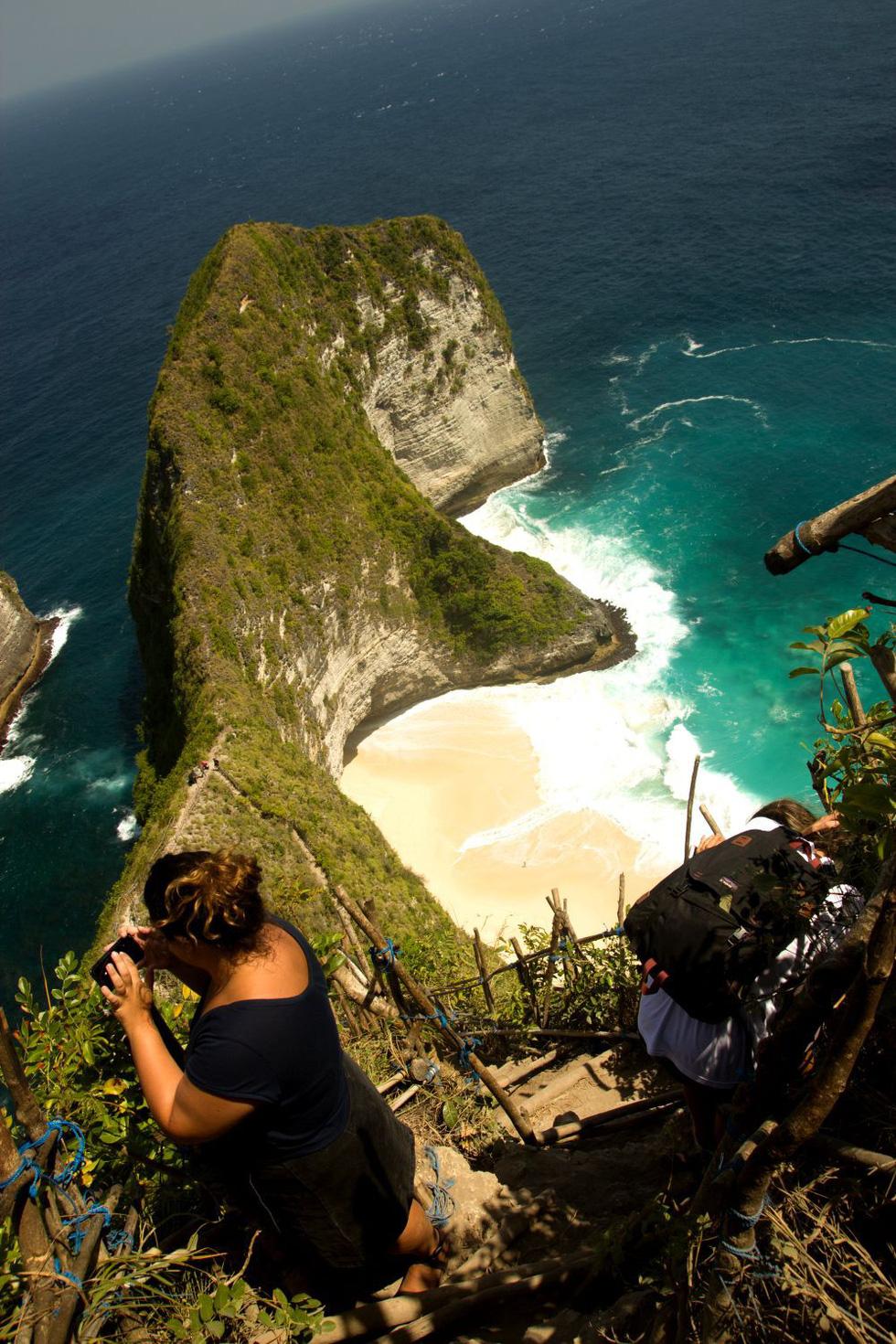 Tới Nusa Penida trèo lên lưng khủng long - Ảnh 7.