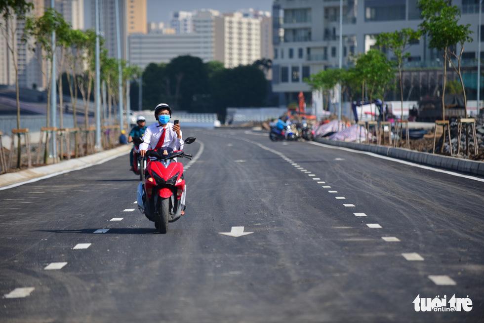 TP.HCM thông xe cầu qua đảo Kim Cương - Ảnh 12.