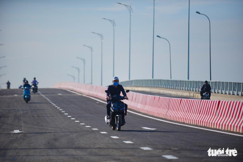 TP.HCM thông xe cầu qua đảo Kim Cương - Ảnh 4.