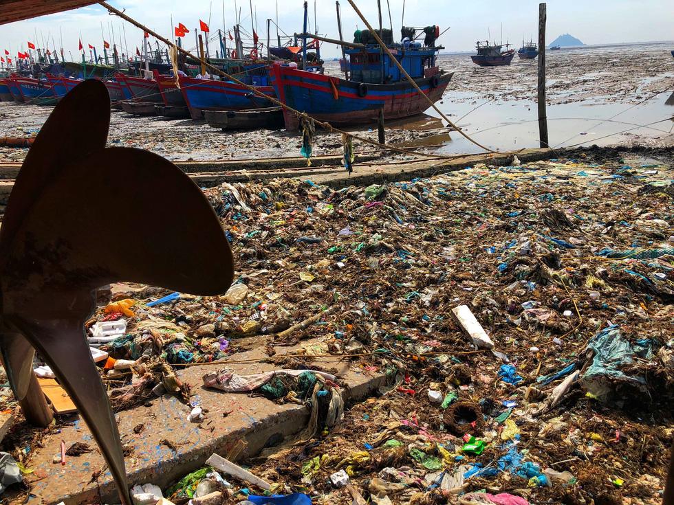 Kinh hoàng biển… rác ở Hậu Lộc, Thanh Hóa - Ảnh 11.