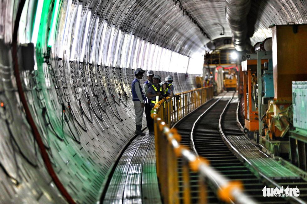 Ngắm đường hầm metro thứ 2 sắp hoàn thành dưới lòng đất - Ảnh 2.