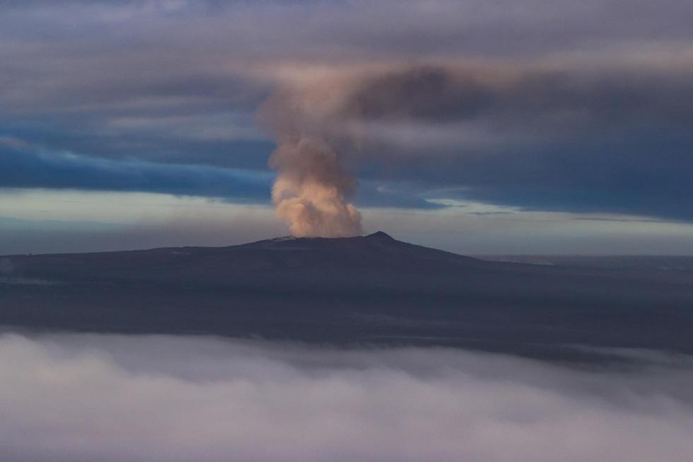 Cận cảnh núi lửa phun ở Hawaii khiến cả ngàn người di tản - Ảnh 12.