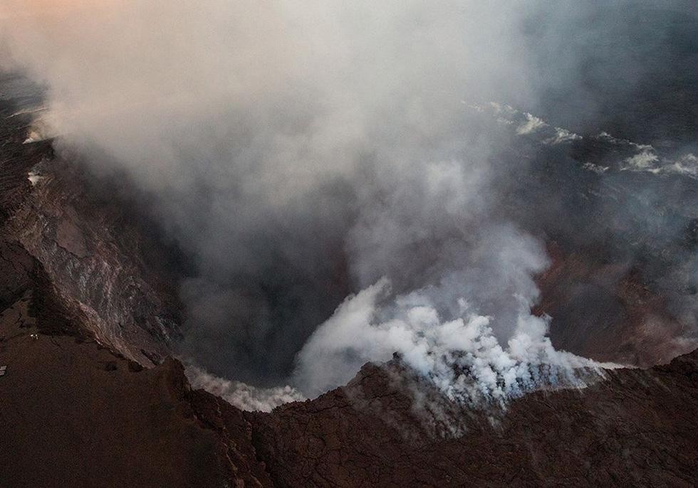 Cận cảnh núi lửa phun ở Hawaii khiến cả ngàn người di tản - Ảnh 11.