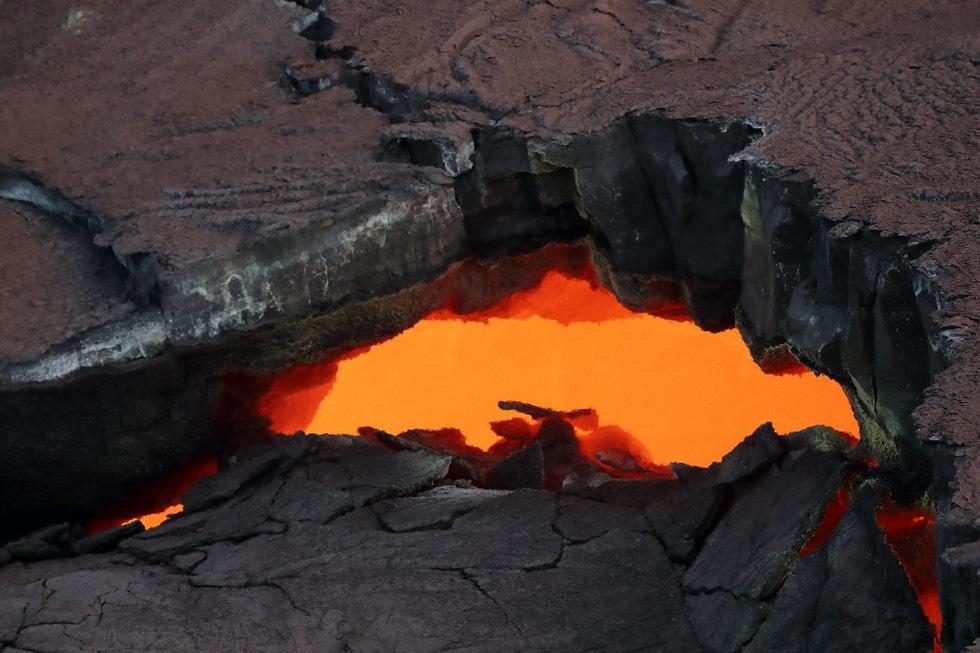Cận cảnh núi lửa phun ở Hawaii khiến cả ngàn người di tản - Ảnh 8.