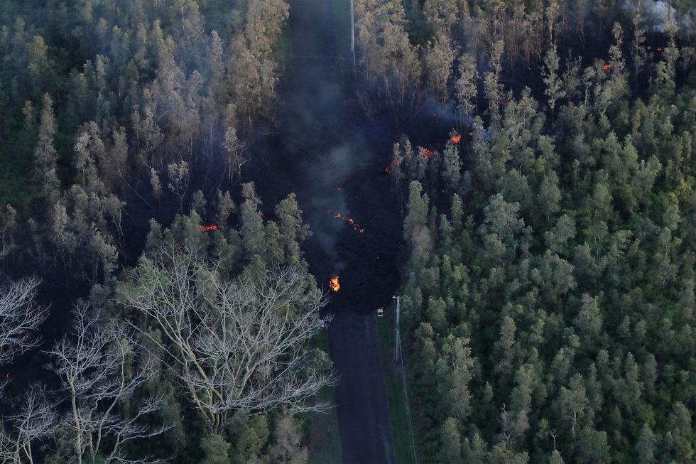 Cận cảnh núi lửa phun ở Hawaii khiến cả ngàn người di tản - Ảnh 2.