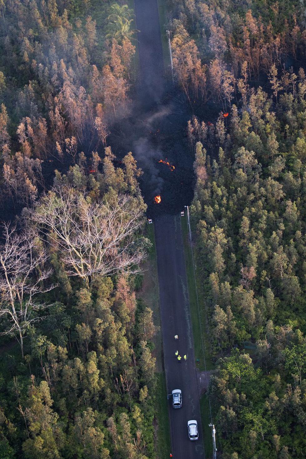 Cận cảnh núi lửa phun ở Hawaii khiến cả ngàn người di tản - Ảnh 3.
