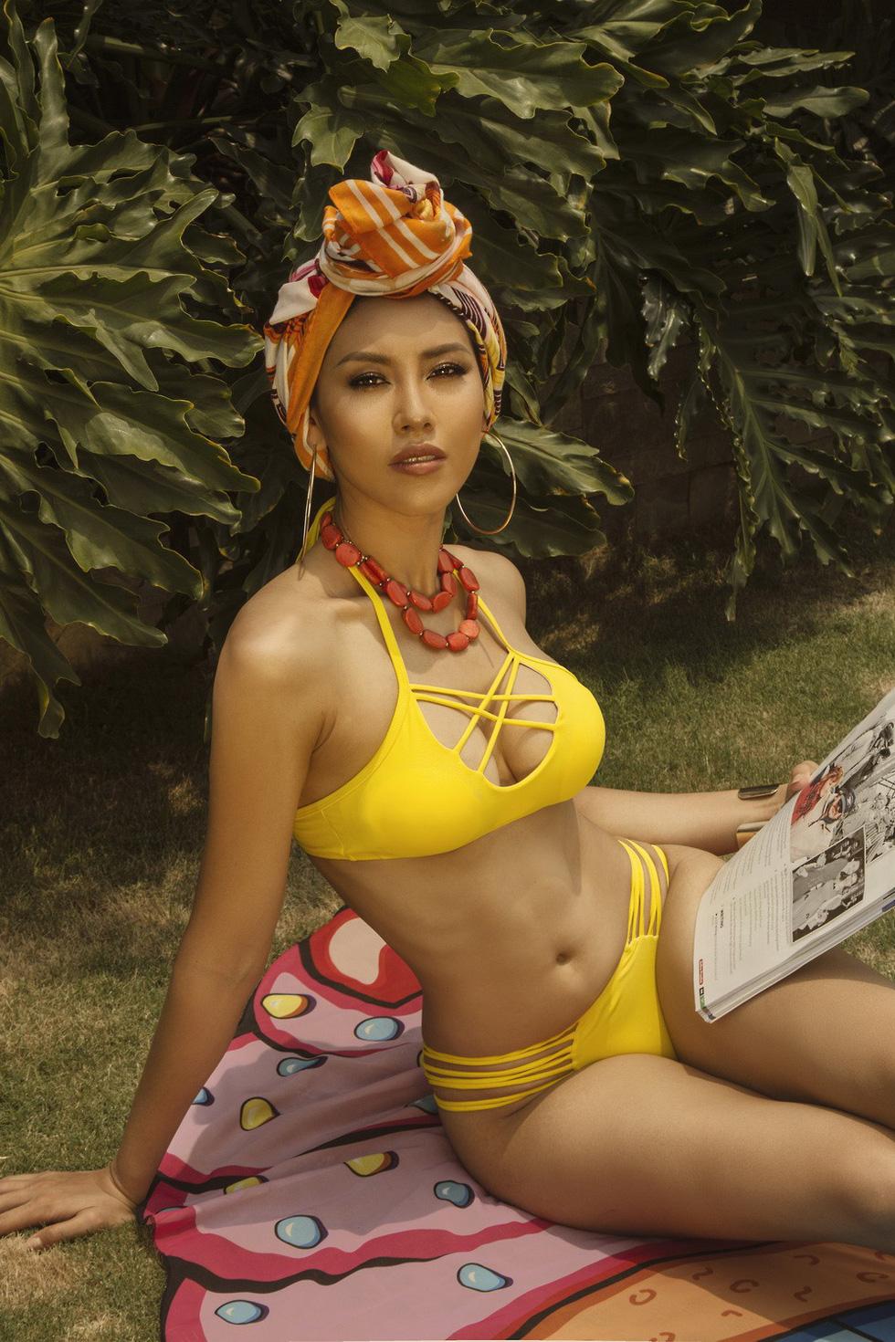 Á hậu Nguyễn Thị Loan nóng bỏng với bikini rực rỡ sắc hè - Ảnh 4.
