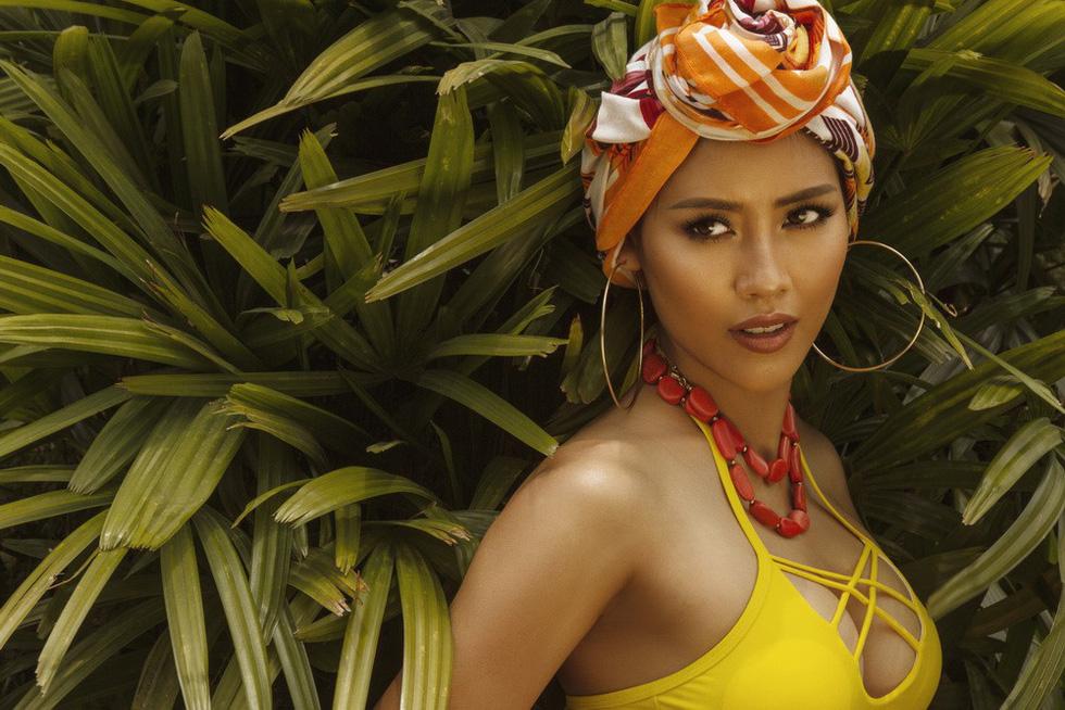 Á hậu Nguyễn Thị Loan nóng bỏng với bikini rực rỡ sắc hè - Ảnh 1.