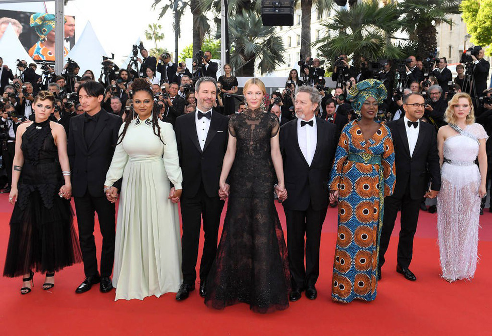 Cate Blanchett mặc đồ cũ, dàn sao nữ lộng lẫy trên thảm đỏ Cannes - Ảnh 2.