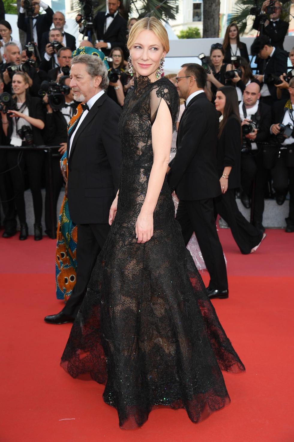 Cate Blanchett mặc đồ cũ, dàn sao nữ lộng lẫy trên thảm đỏ Cannes - Ảnh 1.