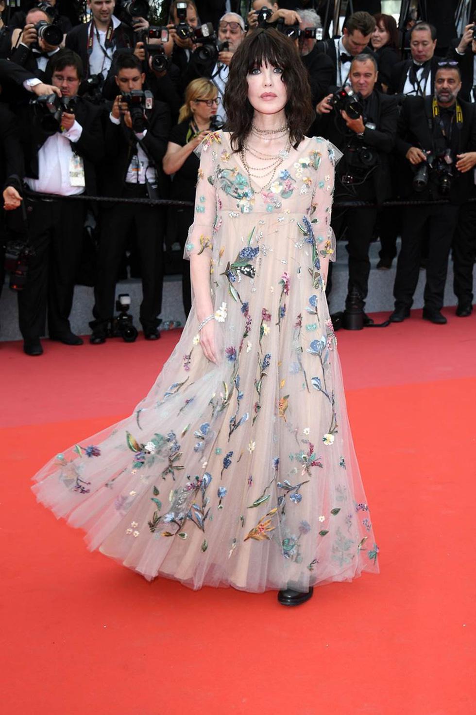 Cate Blanchett mặc đồ cũ, dàn sao nữ lộng lẫy trên thảm đỏ Cannes - Ảnh 8.