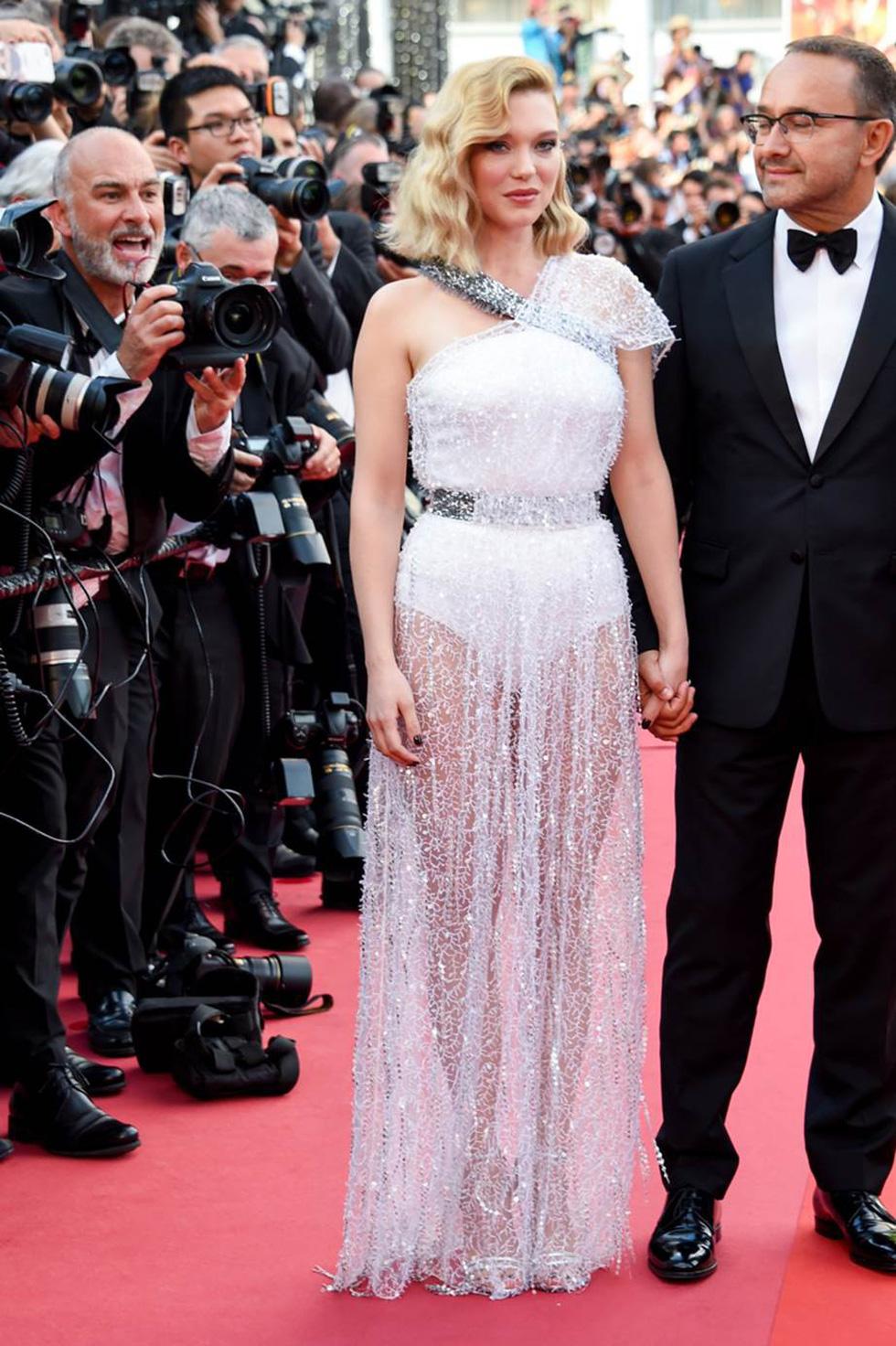 Cate Blanchett mặc đồ cũ, dàn sao nữ lộng lẫy trên thảm đỏ Cannes - Ảnh 7.