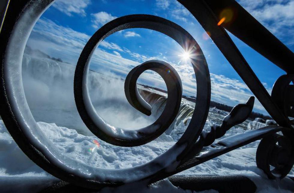 Du khách ngắm thác Niagara trong băng giá - Ảnh 7.