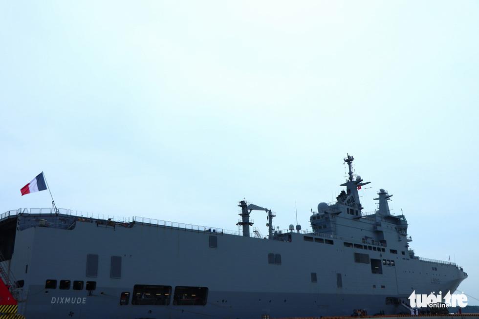 Khám phá tàu sân bay trực thăng hiện đại nhất của Pháp đang ở Việt Nam - Ảnh 1.