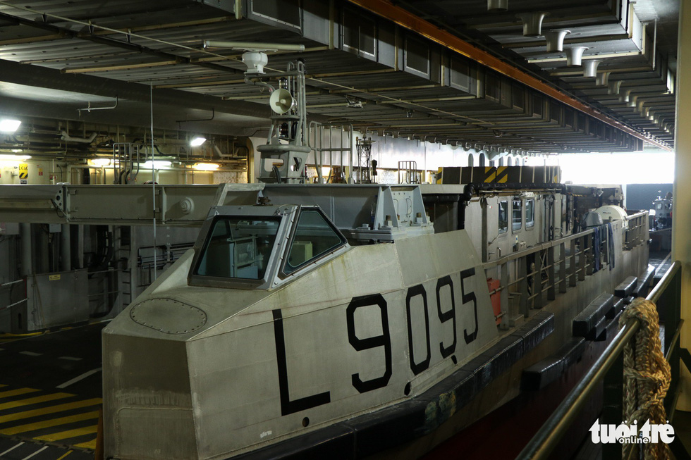 Khám phá tàu sân bay trực thăng hiện đại nhất của Pháp đang ở Việt Nam - Ảnh 8.