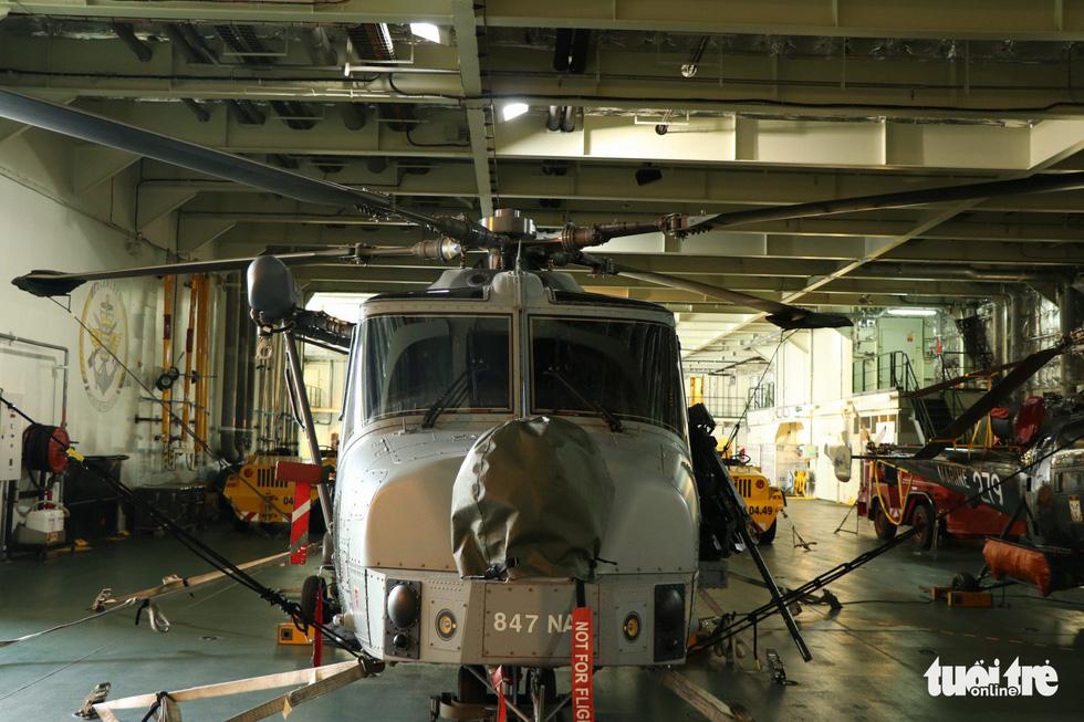 Khám phá tàu sân bay trực thăng hiện đại nhất của Pháp đang ở Việt Nam - Ảnh 10.