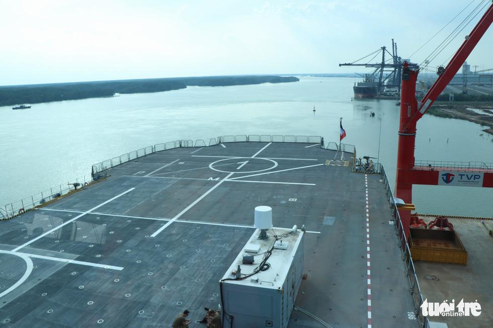 Khám phá tàu sân bay trực thăng hiện đại nhất của Pháp đang ở Việt Nam - Ảnh 16.
