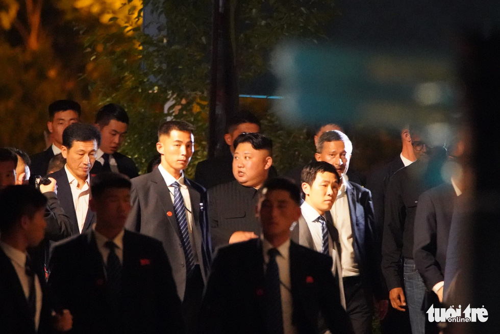 Ông Kim Jong Un cùng dạo phố, selfie với ngoại trưởng Singapore - Ảnh 9.