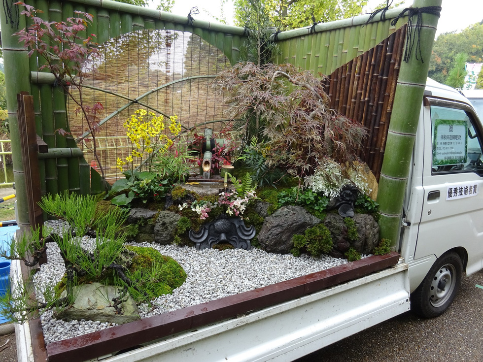 Thiếu đất, người Nhật thi nhau làm vườn trên xe tải - Ảnh 2.