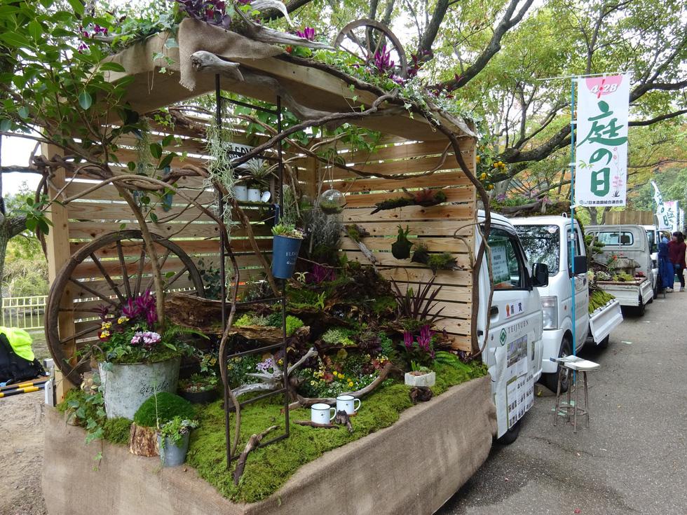 Thiếu đất, người Nhật thi nhau làm vườn trên xe tải - Ảnh 4.