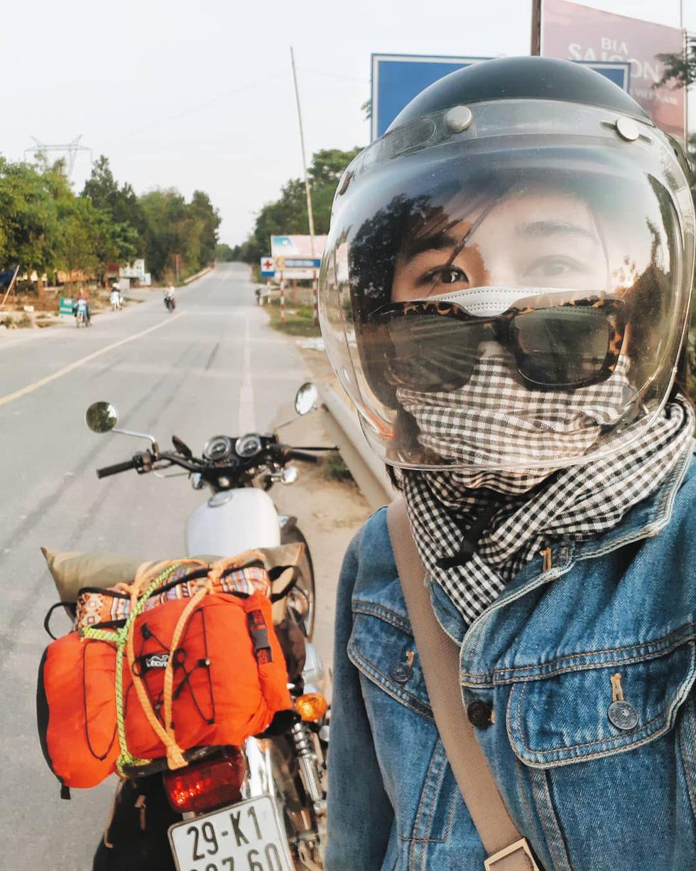 Nữ phượt thủ xuyên Việt độc hành bằng xe máy - Ảnh 1.