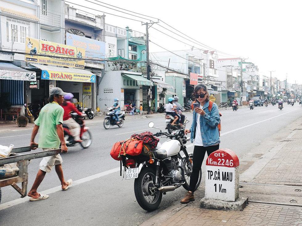 Nữ phượt thủ xuyên Việt độc hành bằng xe máy - Ảnh 2.