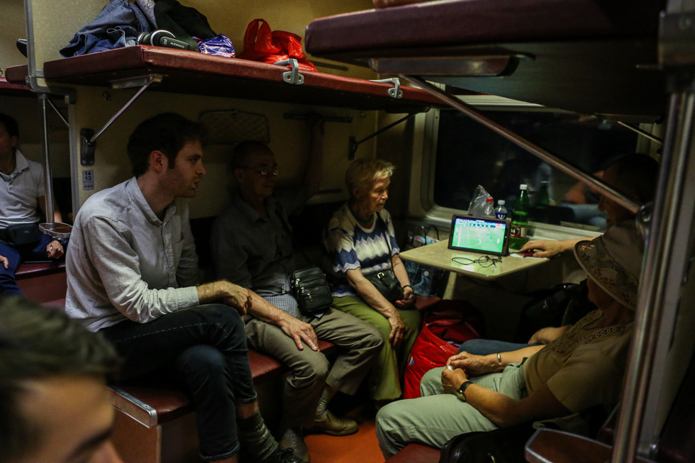 Đi tàu sang Nga xem World Cup: mỗi người một giấc mơ thầm kín - Ảnh 5.