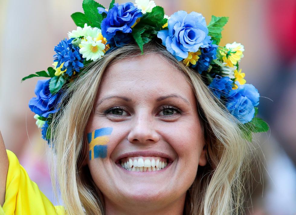 Fan World Cup ấn tượng với khuôn mặt nhiều sắc màu - Ảnh 15.