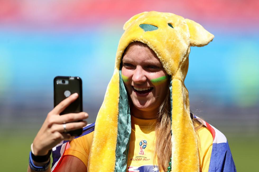 Fan World Cup ấn tượng với khuôn mặt nhiều sắc màu - Ảnh 17.
