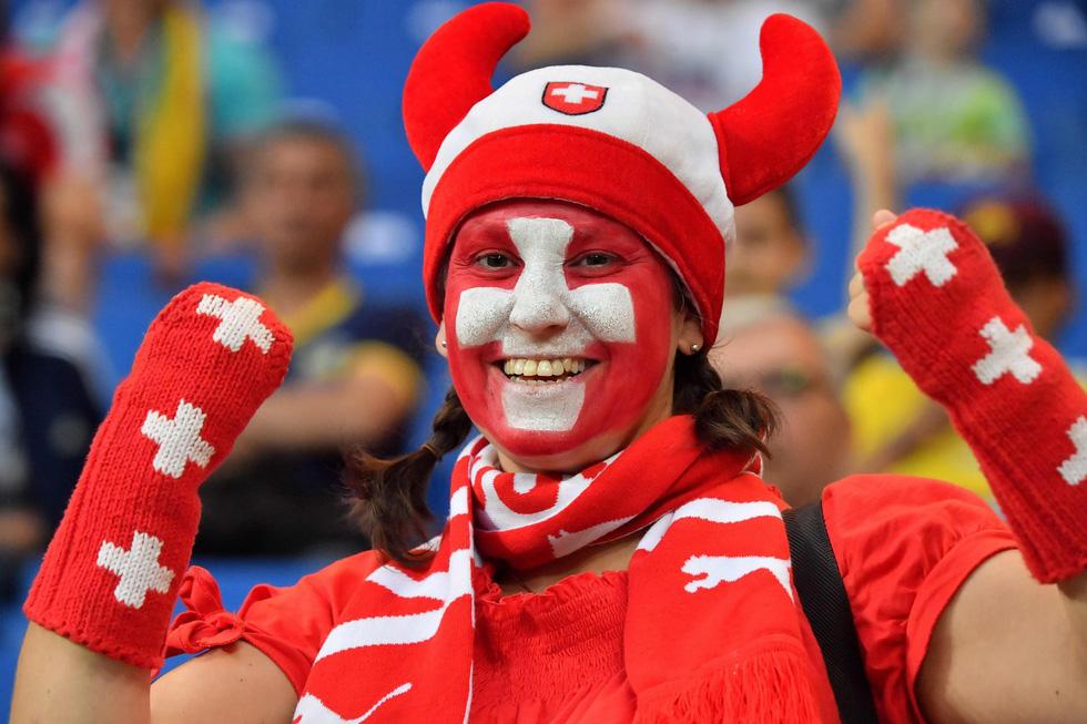 Fan World Cup ấn tượng với khuôn mặt nhiều sắc màu - Ảnh 18.