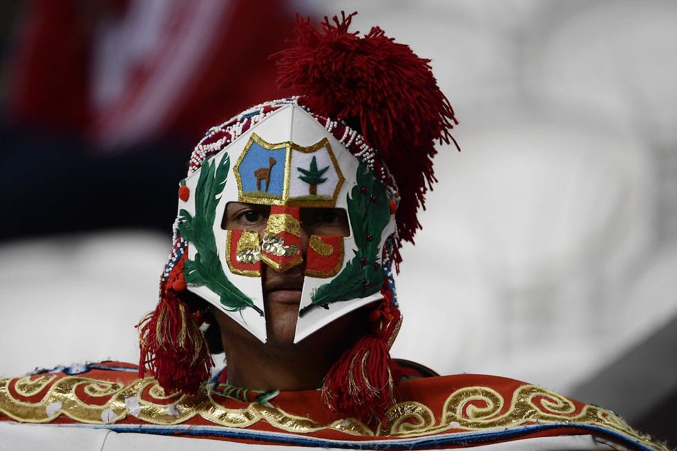 Fan World Cup ấn tượng với khuôn mặt nhiều sắc màu - Ảnh 2.