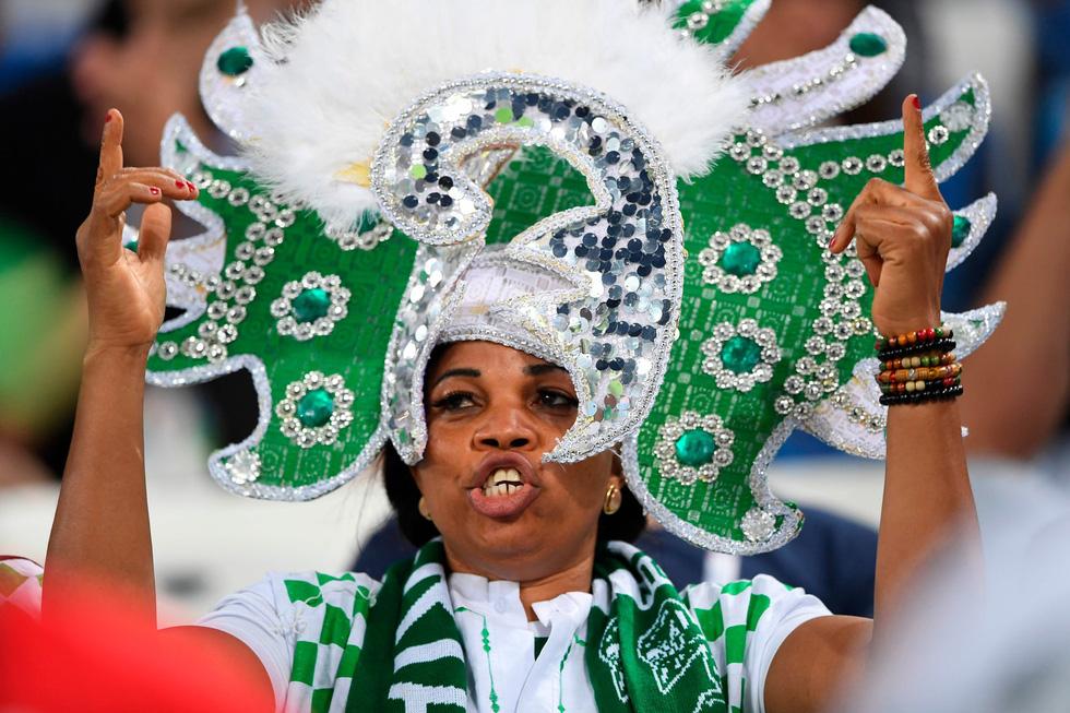 Fan World Cup ấn tượng với khuôn mặt nhiều sắc màu - Ảnh 4.