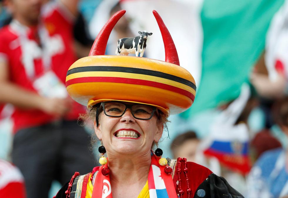 Fan World Cup ấn tượng với khuôn mặt nhiều sắc màu - Ảnh 9.