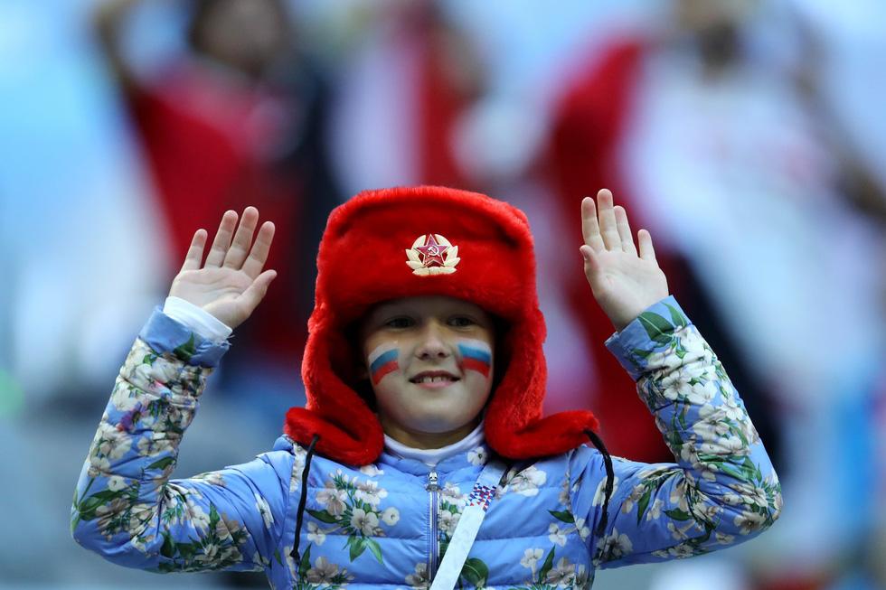 Fan World Cup ấn tượng với khuôn mặt nhiều sắc màu - Ảnh 10.