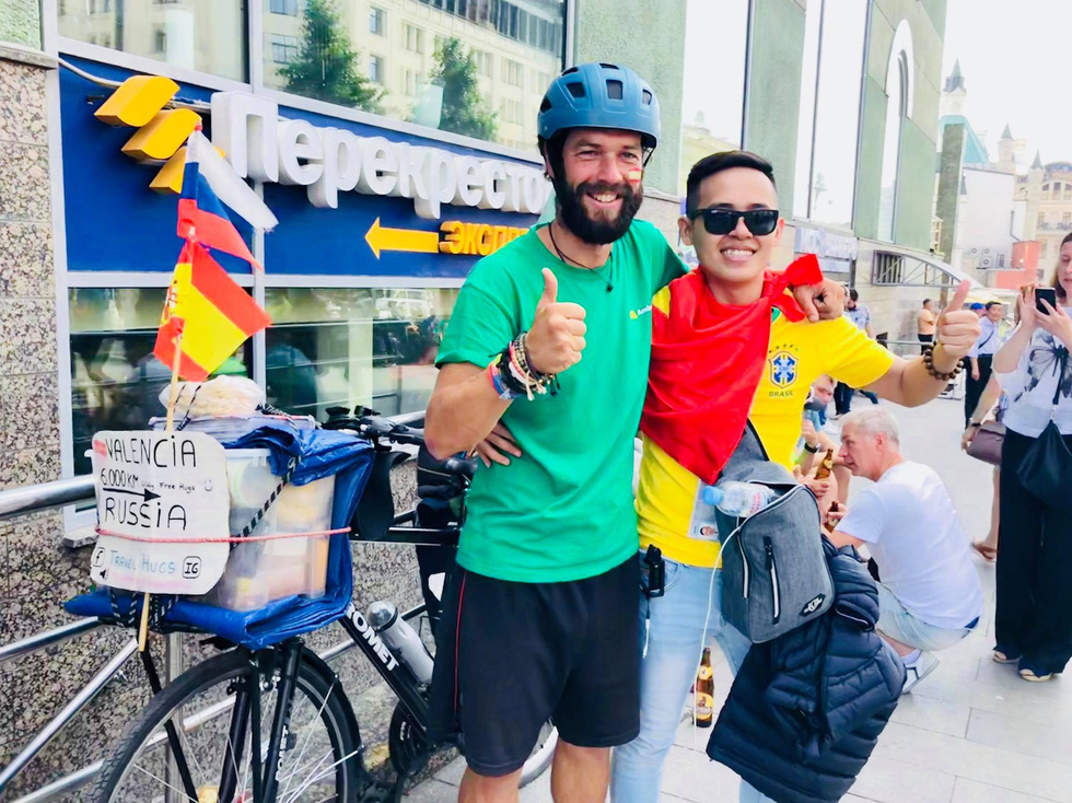 Theo chân chàng trai Việt tận hưởng không khí World Cup 2018 - Ảnh 11.