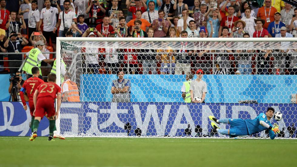 Ronaldo xấu xí, dân mạng... chúc mừng Messi - Ảnh 1.