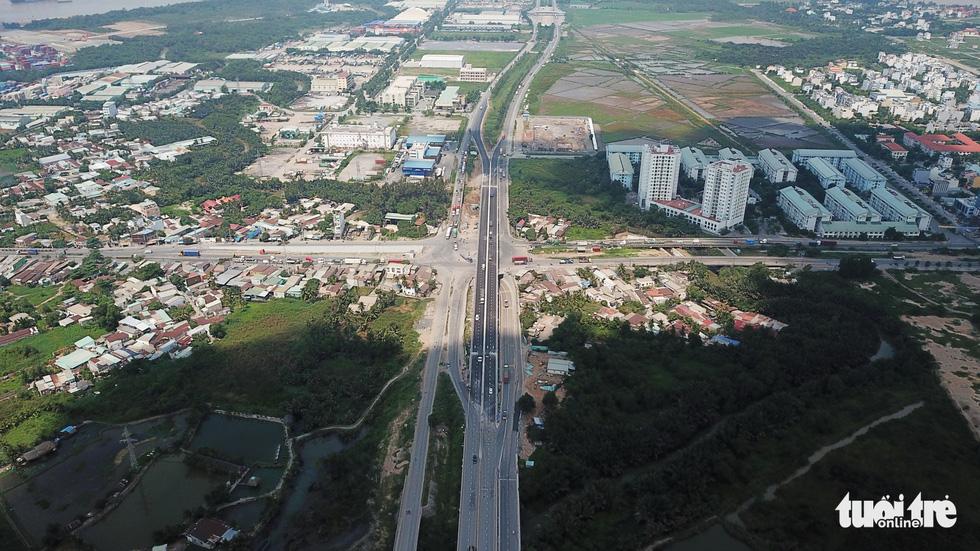 Thông xe cầu vượt Mỹ Thủy giải tỏa điểm đen kẹt xe - Ảnh 3.