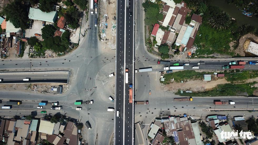 Thông xe cầu vượt Mỹ Thủy giải tỏa điểm đen kẹt xe - Ảnh 4.