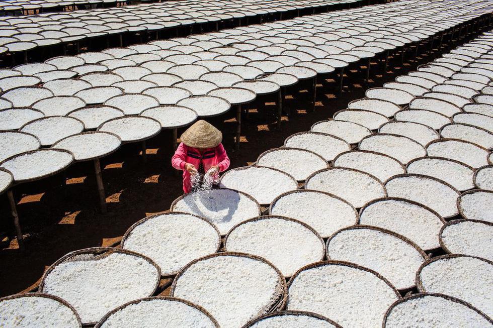 Ảnh ngoại đan nón lá lên National Geographic - Ảnh 7.