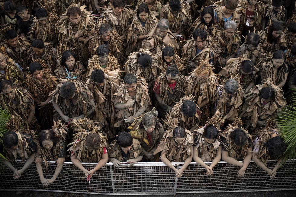 Thế giới trong tuần qua ảnh: Thái Lan dốc sức tìm đội bóng mắc kẹt trong hang động - Ảnh 11.