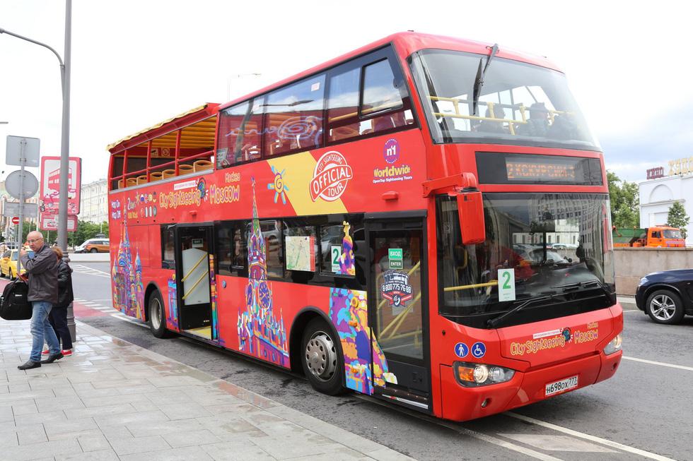 Đến thủ phủ World Cup 2018, đừng bỏ qua chiếc buýt sặc sỡ - Ảnh 1.