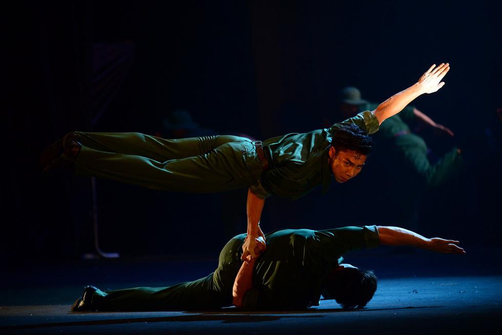 Quốc Cơ, Quốc Nghiệp: cú nhảy như hi sinh cho Tổ quốc của mình - Ảnh 18.
