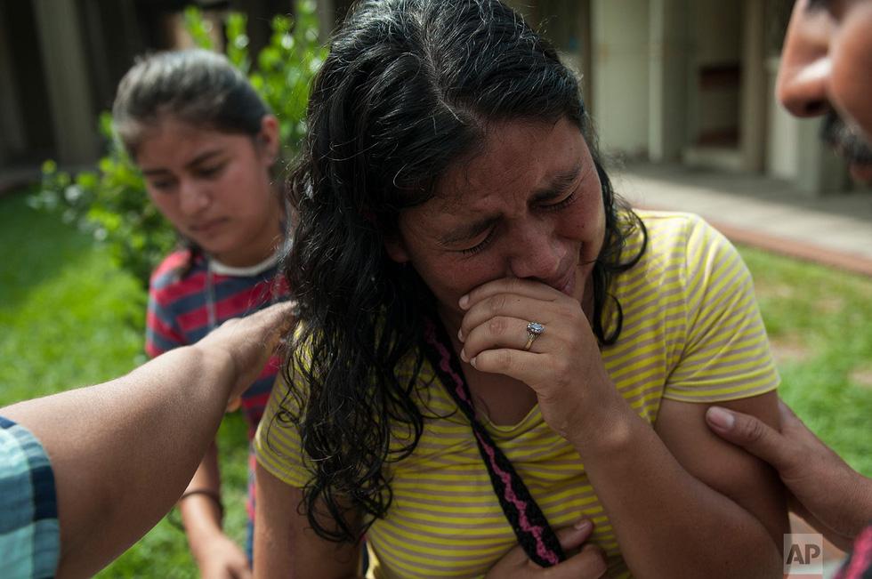 Tro bụi núi lửa xóa đi sự sống ở Guatemala - Ảnh 17.