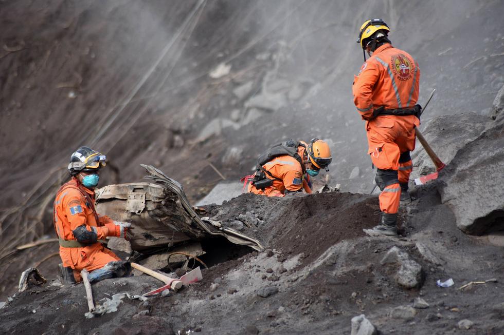 Tro bụi núi lửa xóa đi sự sống ở Guatemala - Ảnh 4.