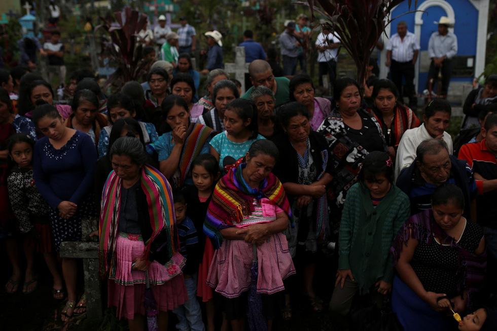 Tro bụi núi lửa xóa đi sự sống ở Guatemala - Ảnh 19.