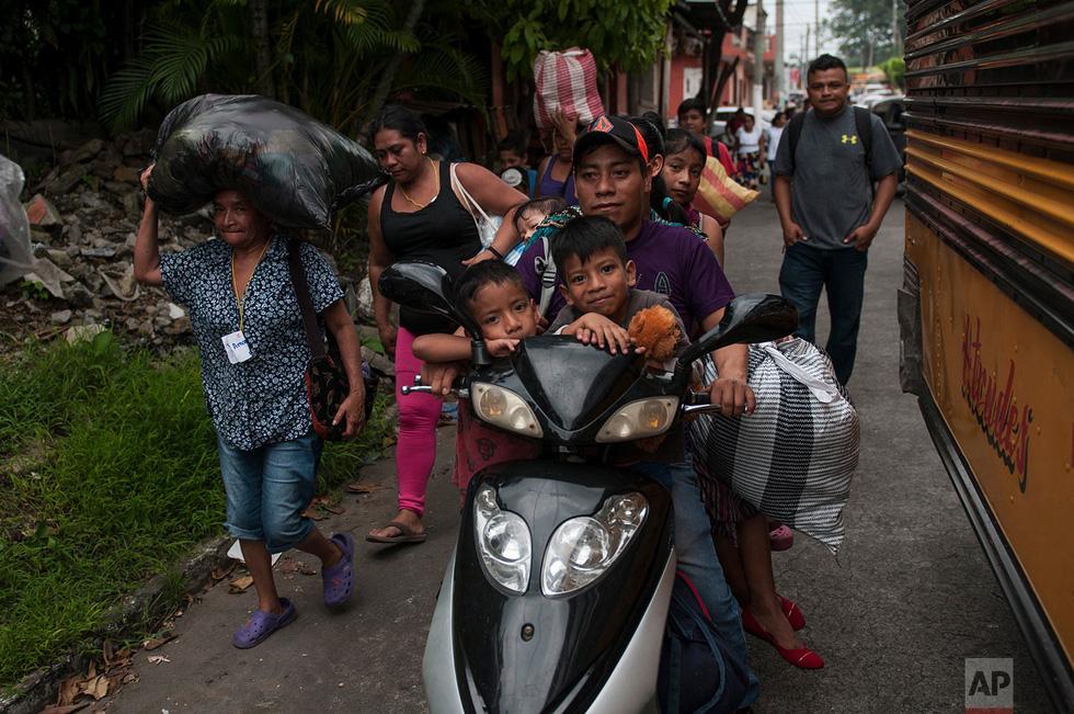 Tro bụi núi lửa xóa đi sự sống ở Guatemala - Ảnh 16.