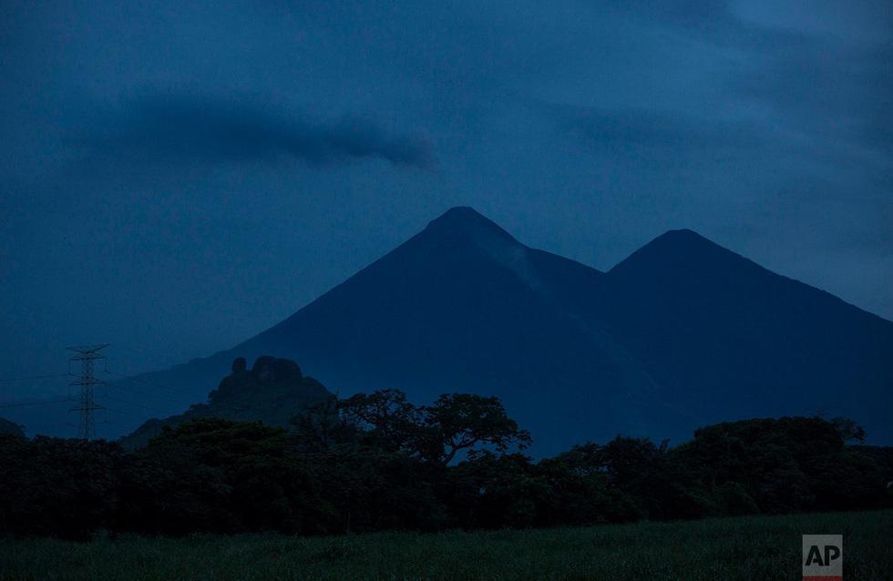 Tro bụi núi lửa xóa đi sự sống ở Guatemala - Ảnh 22.