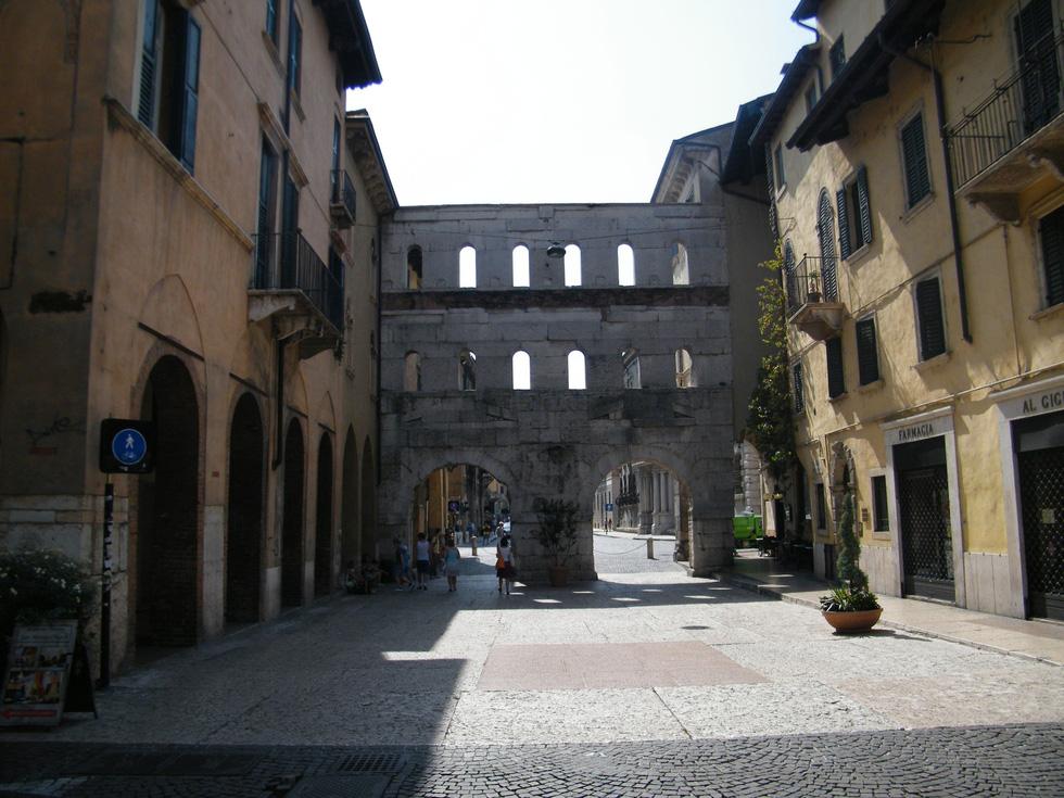 Đến nhà nàng Giulietta - người yêu của Romeo - Ảnh 9.